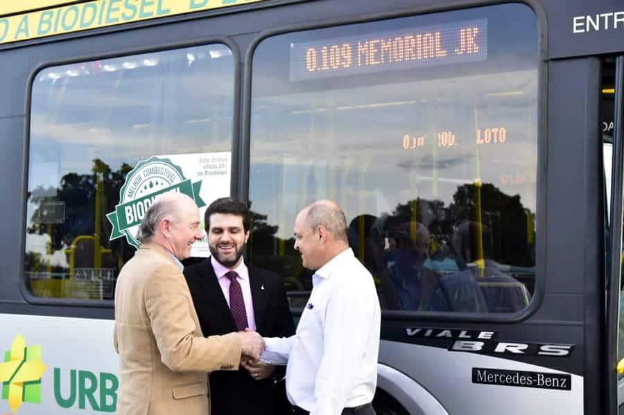 Ônibus movidos a B20 começam a circular em Brasília
