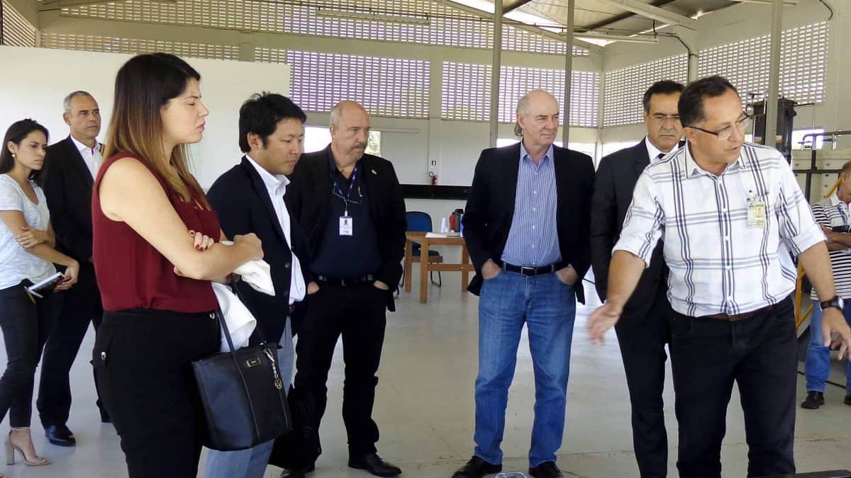 Representantes da Mitsubishi visitam usina experimental de biodiesel em Brasília
