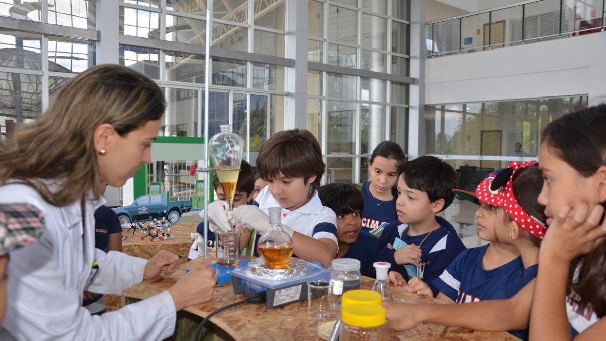 Estudantes do DF são cientistas por um dia na Embrapa
