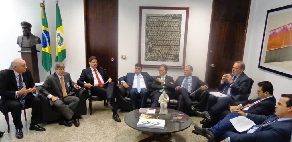 Em reunião com presidente do Senado, setor de biocombustíveis pede urgência para o RenovaBio