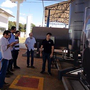 Pesquisadores da UFG visitam primeira usina de biodiesel do DF