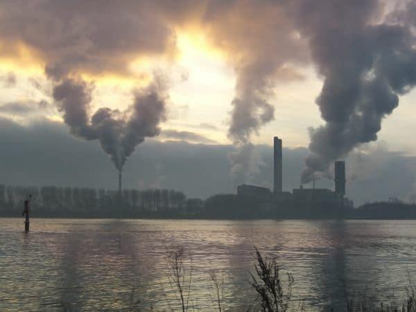Emissão de CO2 deve cair 35% no Brasil até 2030 para evitar caos, diz ONG