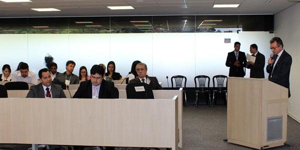 Minas Gerais avança na discussão do bioquerosene para aviação