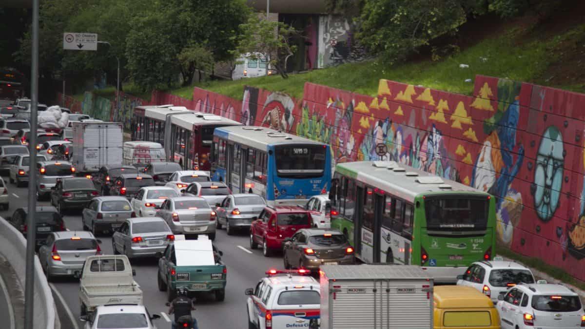 Estudo pioneiro analisa poluição em meios de transportes em seis cidades