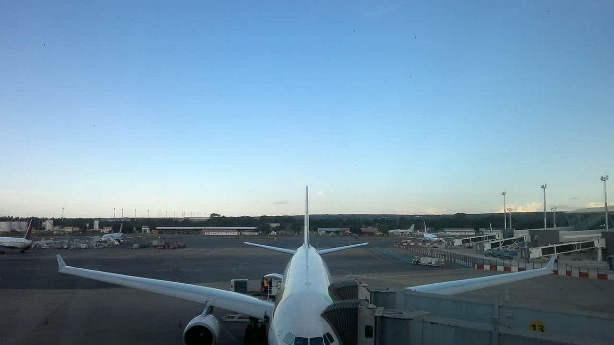 Estudo sugere Brasil aderir à redução de emissão de gases na aviação
