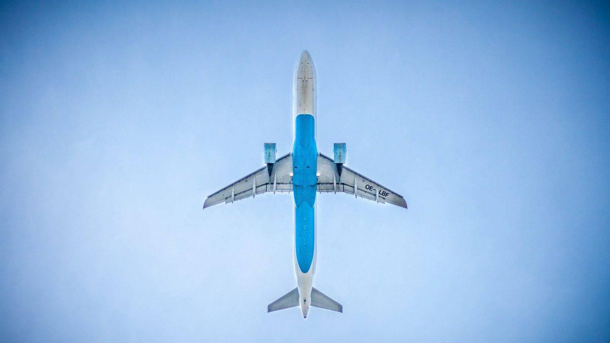 Plano de carbono de aéreas segue mesmo diante de crise global