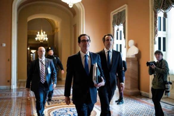 Steven Munchin: secretário do Tesouro dos EUA e outros membros do governo Trump chegaram a acordo com democratas no Senado (Al Drago/Reuters)