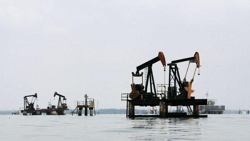 Clipping 1ª edição: Petróleo se estabiliza em meio a expectativa do mercado